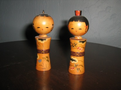 Boy and girl kokeshi