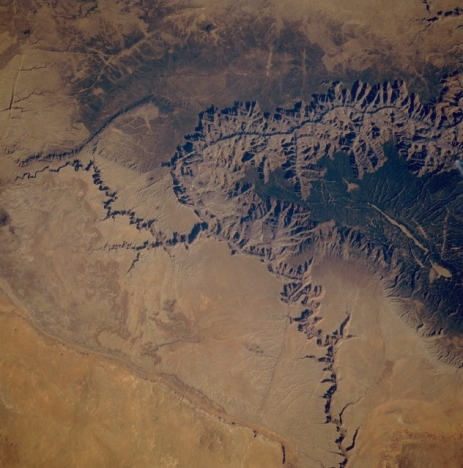 Grand_Canyon_autumn_STS61A-48-91