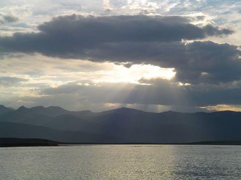 800px-Sunset_at_Hebgen_Lake
