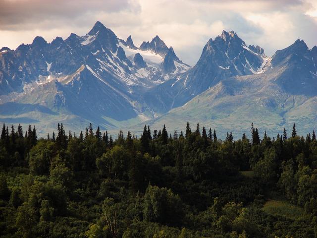 rocky-mountains-384683_640