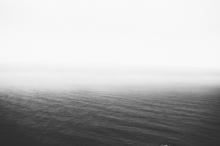 black-and-white-fog-lake-31642-825x550