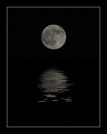 Full Moon Reflections © pea sap with CCLicense