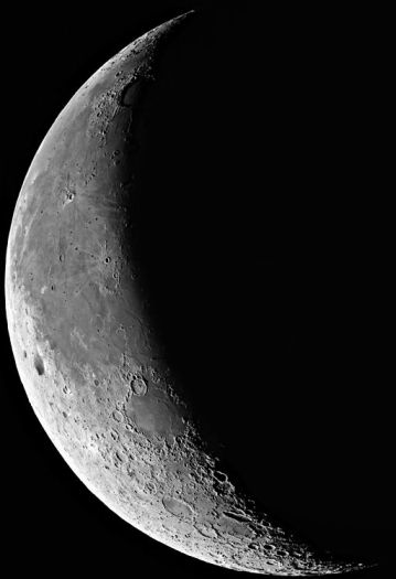 Waning Moon © European Southern Observatory with CCLicense