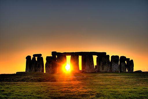 512px-stonehenge_sun.jpg