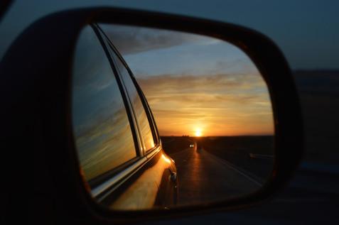 rear-view-mirror-835085_640.jpg