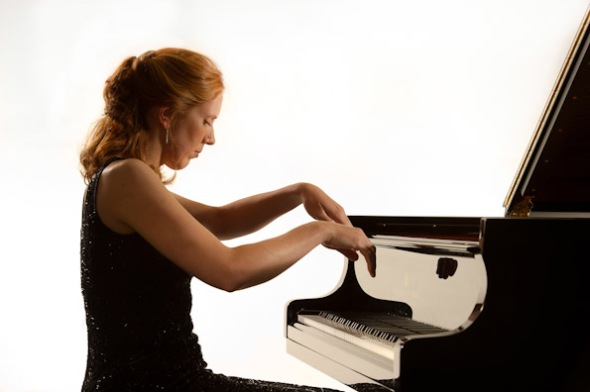 Sarah_Beth_Briggs_playing_the_piano_Ref_no_100929_0069_briggs_lradj