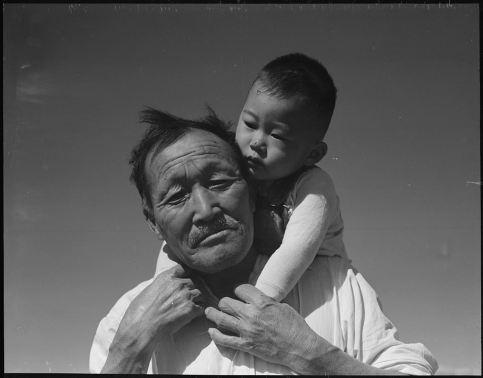 1024px-manzanar_relocation_center_manzanar_california-_grandfather_and_grandson_of_japanese_ancestry_at_-_-_-_-_nara_-_537994.jpg