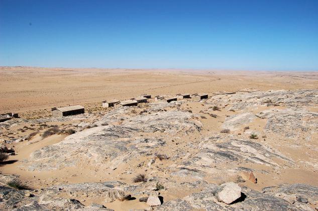 Kolmanskop,_Namibia_(2813283661)
