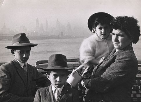 800px-Family_leaving_Italy_1957_