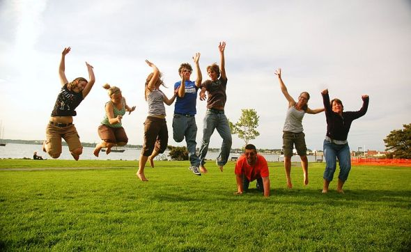 800px-Family_jump