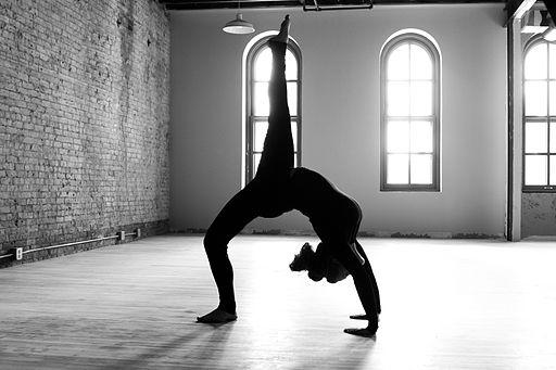 512px-Carrie_Yoga_shoot_002_(8328572519).jpg
