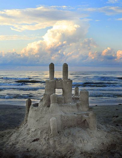 512px-galveston_island_park_beach_sand_castle_5984947488