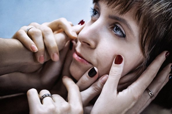 girl_model_hands_brush_fingers_photoshoot_cinema_person-1284842.jpg