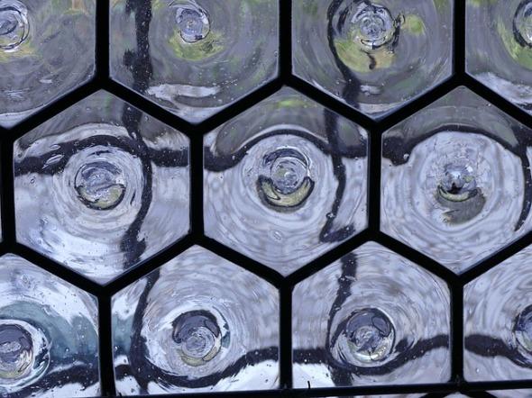 glass-1007110_640
