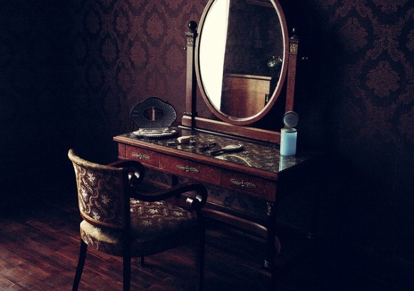 www.maxpixel.net-Old-Room-Furniture-Vintage-Interior-Classic-Mirror-1210117.jpg