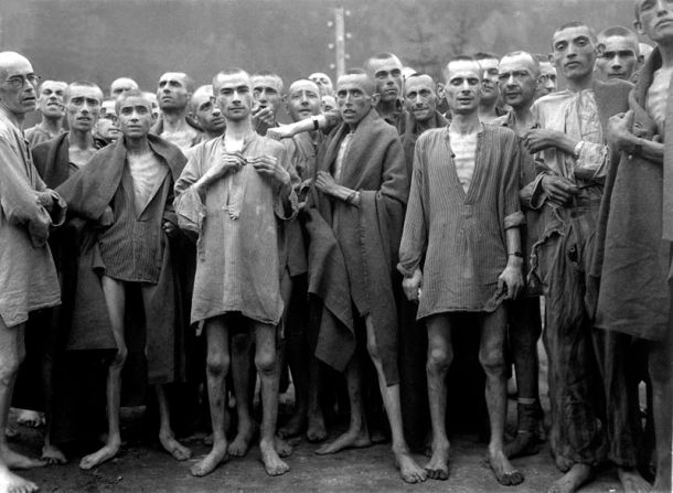 800px-Ebensee_concentration_camp_prisoners_1945