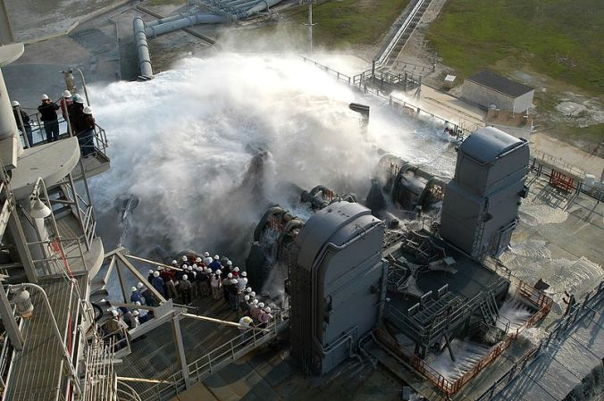 800px-Sound_suppression_water_system_test_at_KSC_Launch_Pad_39A
