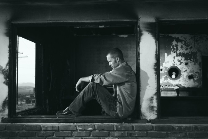 black_and_white_depressed_depression_lonely_man_person_sad_thinking-929326